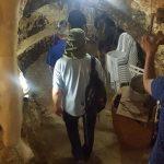 קבוצה מתארחת במערה שבהר