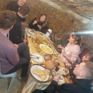 ארוחה במערה לשוטרים מגרמניה