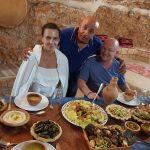 ארוחת ערב במערה לתיירים מרוסיה